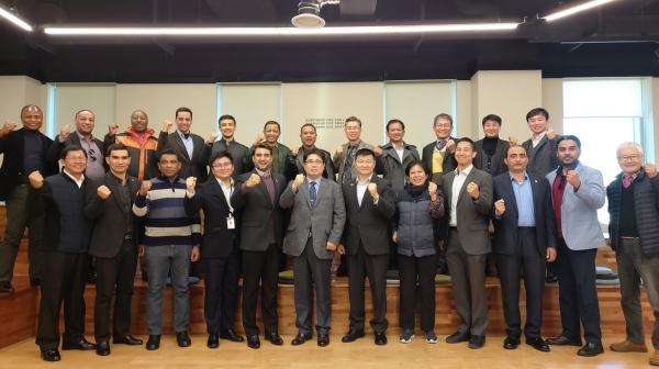 뉴스8 - 창원산업진흥원, 17개국 방산 수출 동반자들과 간담회 2019.11.25